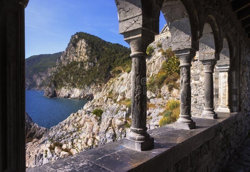 Portovenere, kustmening van de kerk van San Pietro Cinque terre, Li royalty-vrije stock foto