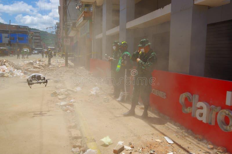 Portoviejo, Ισημερινού - 18 Απριλίου, 2016: Κηφήνας που χρησιμοποιείται από το στρατό στην αναζήτηση των επιζόντων μετά από 7 σει στοκ εικόνες