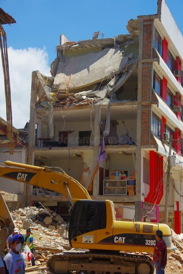 Portoviejo, Ισημερινού - 18 Απριλίου, 2016: Οικοδόμηση παρουσιάζοντας τη συνέπεια 7 σεισμός 8 στοκ εικόνες