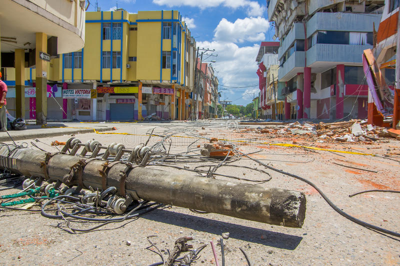 Portoviejo, Ισημερινού - 18 Απριλίου, 2016: Οικοδόμηση παρουσιάζοντας τη συνέπεια 7 σεισμός 8 στοκ εικόνα με δικαίωμα ελεύθερης χρήσης