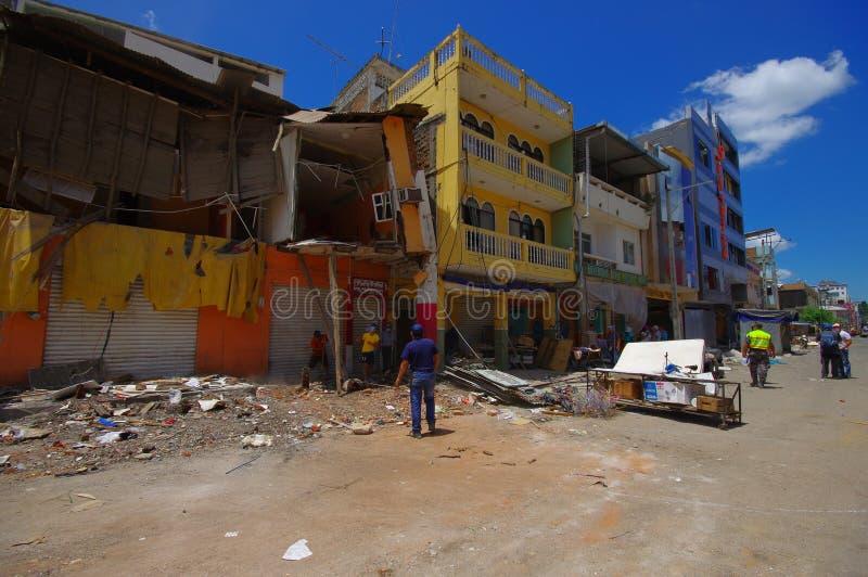 Portoviejo, Ισημερινού - 18 Απριλίου, 2016: Οικοδόμηση παρουσιάζοντας τη συνέπεια 7 σεισμός 8 που κατέστρεψε το κέντρο πόλεων στοκ εικόνα με δικαίωμα ελεύθερης χρήσης