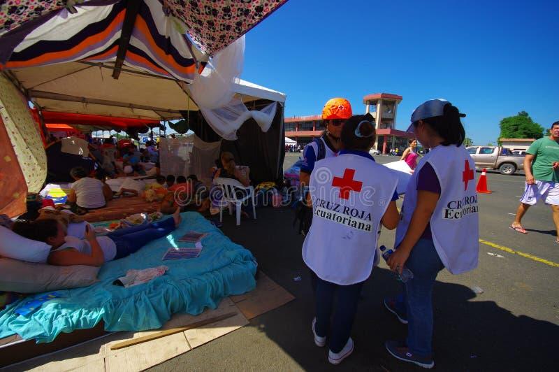 Portoviejo, Ecuador - abril, 18, 2016: Tiendas para los refugiados después de 7 terremoto 8 fotografía de archivo