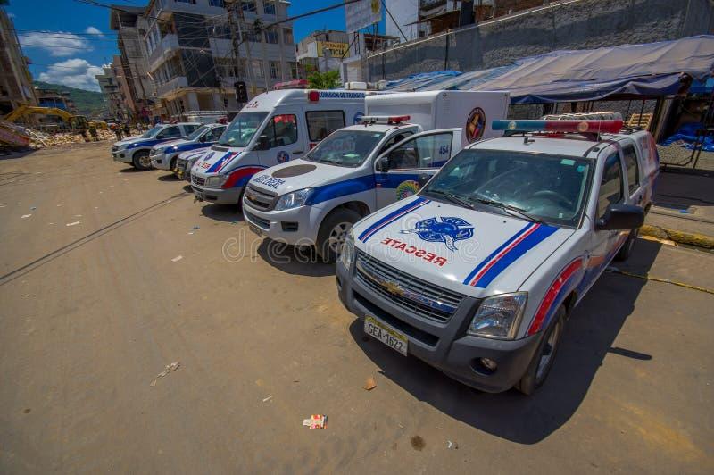 Portoviejo, Ecuador - abril, 18, 2016: Vehículos del equipo de rescate que hacen esfuerzos de la recuperación después de 7 terrem imágenes de archivo libres de regalías