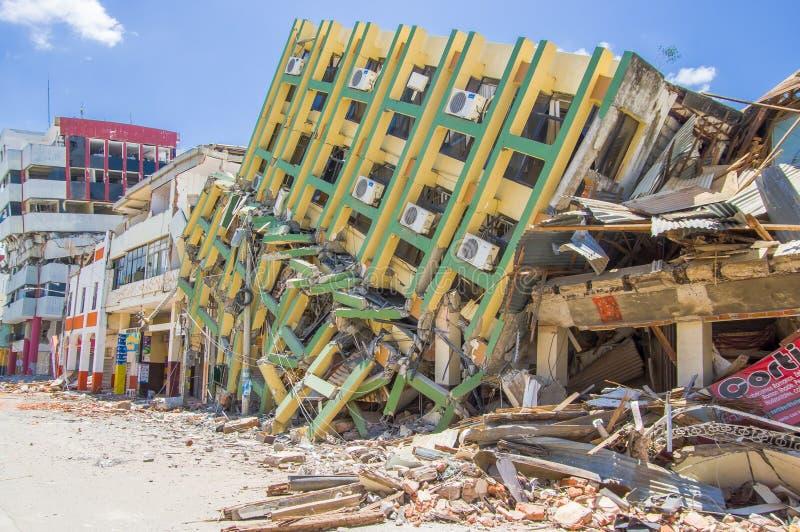 Portoviejo, Ecuador - April, 18, 2016: De bouw tonend de nawerking van 7 aardbeving 8 stock afbeeldingen