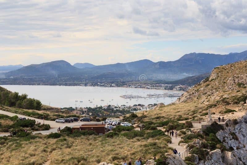 Portowa De Pollenca halna panorama i morze śródziemnomorskie, Majorca zdjęcia royalty free