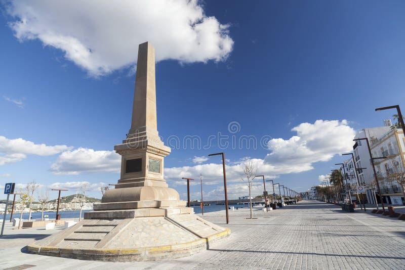 Portowy deptak, obelisk, zabytek, uznanie corsairs w Ibiza, zdjęcia stock