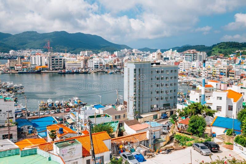 Portowy i stary miasteczko w Tongyeong, Korea zdjęcie stock