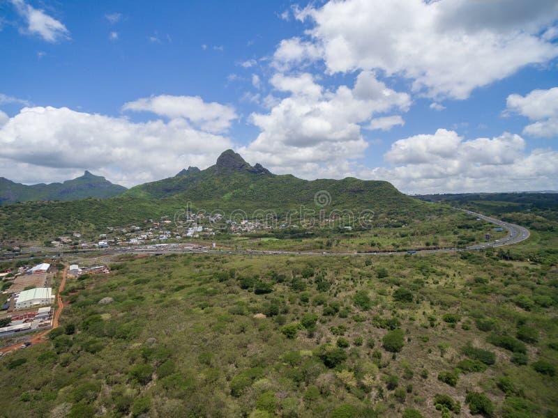 PORTOWY LOUIS MAURITIUS, LISTOPAD, - 28, 2015: Krajobrazowy widok góry Ory droga w Mauritius Blisko do belle Etoile obrazy royalty free