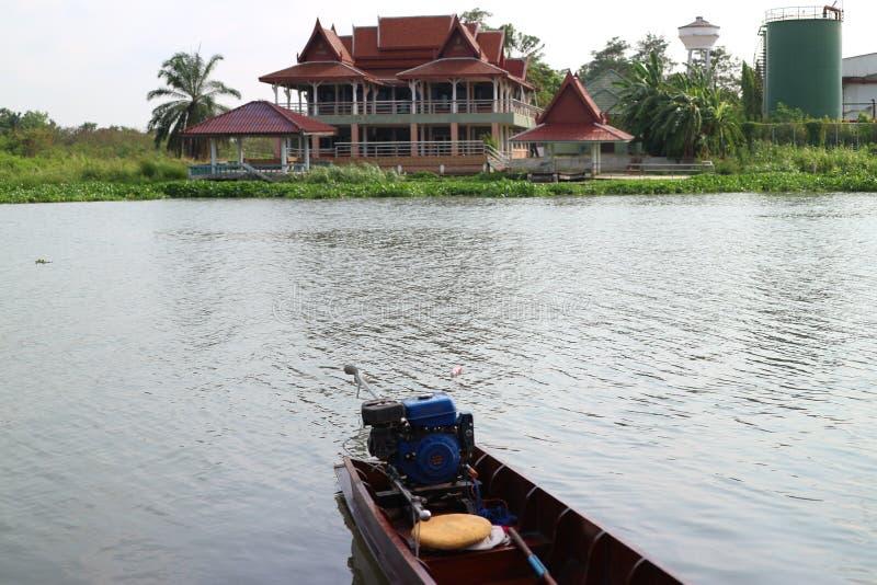 Portowy Maesuay molo rzecznym Tajlandzkim tradycyjnym domem, Tajlandia, Nakhon Pathom prowincja, Kwiecień 16, 2019 obrazy stock