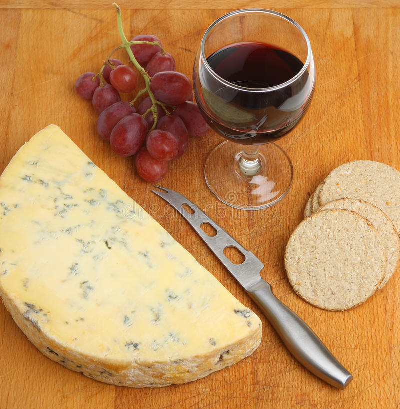 Portowy wino z Stilton winogronami & serem obrazy royalty free