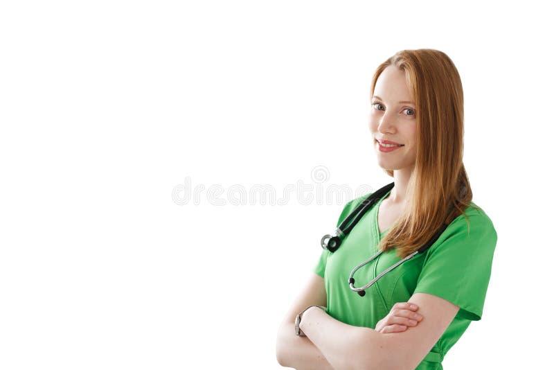 Porträt der lächelnden Ärztin mit Stethoskop und Hammer im grünen medizinischen Kleid lokalisiert auf weißem Hintergrund stockfoto