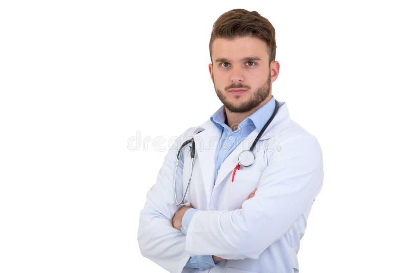 Porträt überzeugten jungen Arztes auf weißem Hintergrund lizenzfreie stockfotos