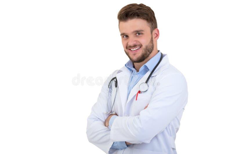 Porträt überzeugten jungen Arztes auf weißem Hintergrund stockfotografie