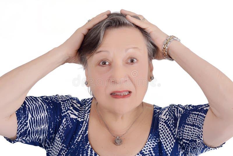 Porträt der älteren Frau entsetzt stockbilder