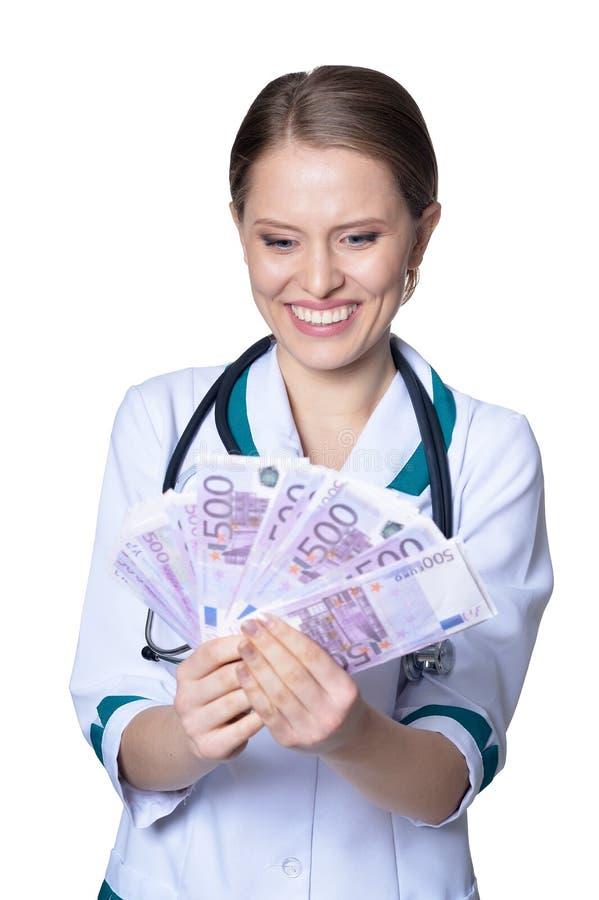 Porträt der Ärztin Geld auf weißem Hintergrund halten stockfotos