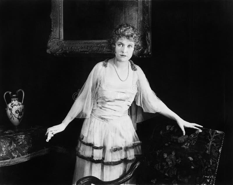 Porträt der überraschten Frau (alle dargestellten Personen sind nicht längeres lebendes und kein Zustand existiert Lieferantengar lizenzfreie stockfotografie