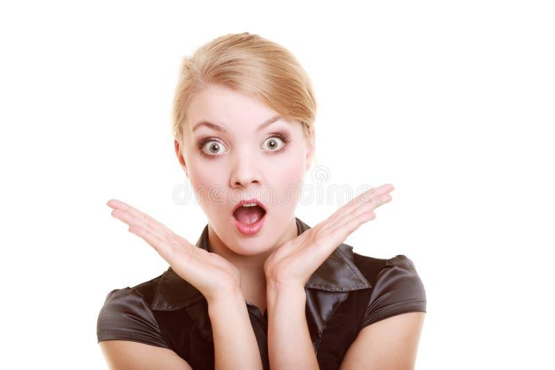 Porträt der überraschten Geschäftsfrau entsetzten Frau lizenzfreie stockfotos