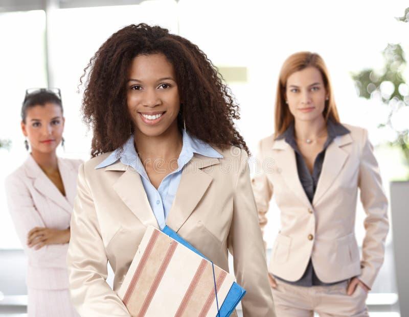 Porträt der afroen-amerikanisch Geschäftsfrau lizenzfreies stockfoto