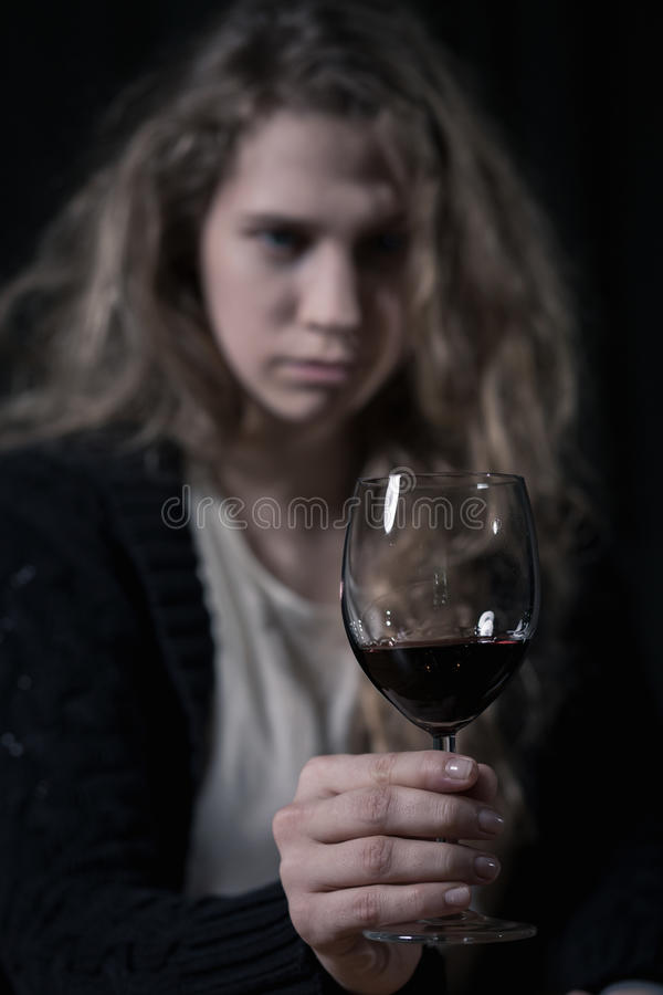 Porträt der alkoholischen Frau lizenzfreie stockfotos