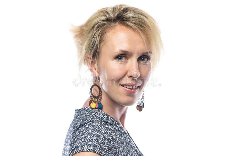Porträt der blonden Frau auf Weißabschluß oben lizenzfreie stockfotografie