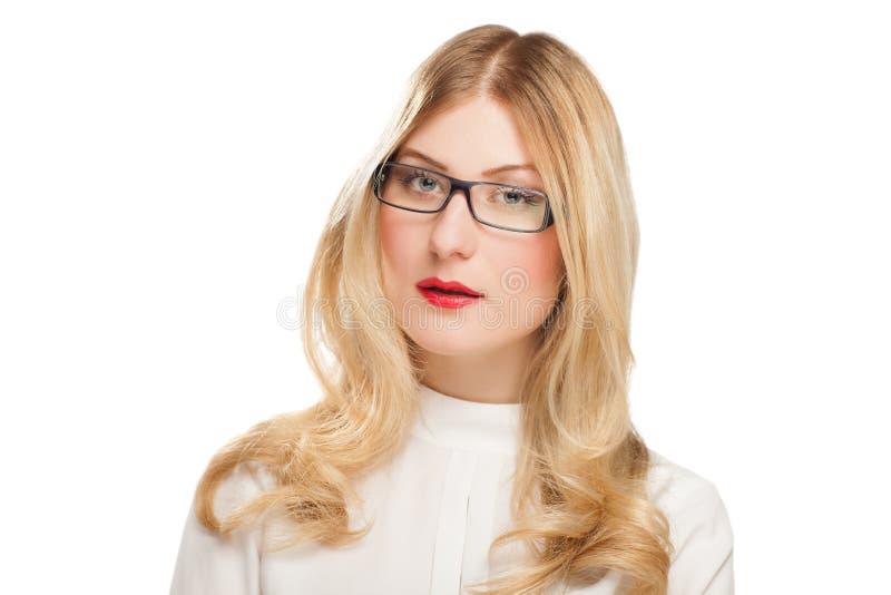 Porträt der blonden jungen Geschäftsfrau lizenzfreies stockbild