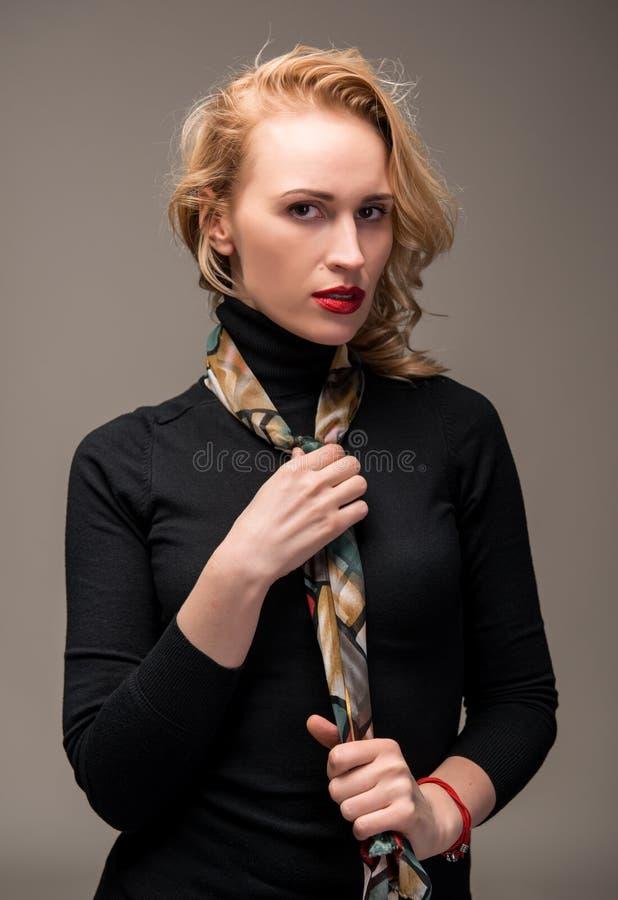 Porträt der eleganten Frau lizenzfreies stockbild