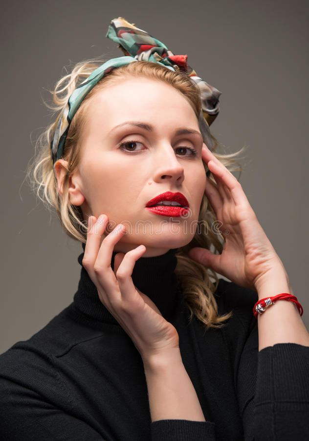 Porträt der eleganten Frau lizenzfreie stockbilder