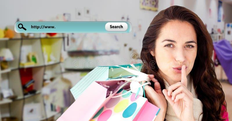 Porträt der Frau Einkaufstasche und Geschenkbox halten lizenzfreies stockfoto