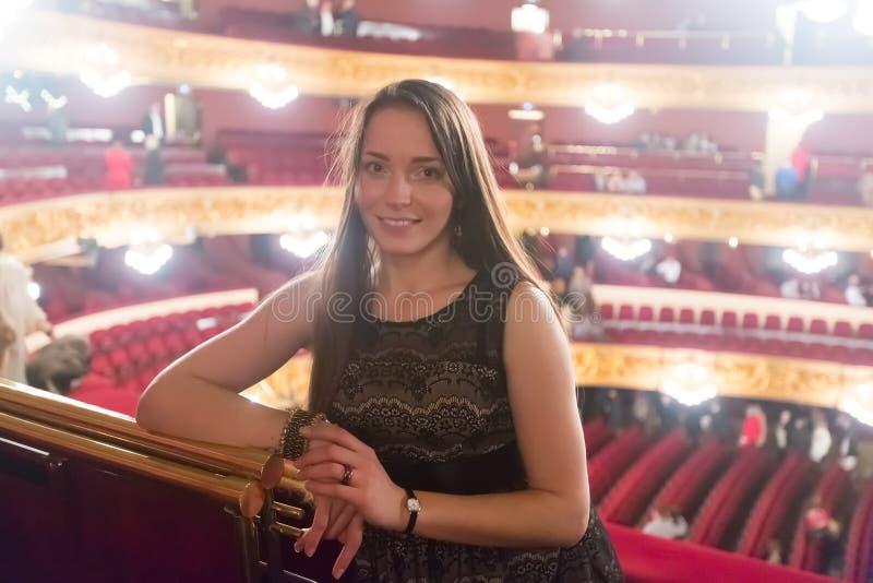 Porträt der Frau in Gran Teatre Del Liceu lizenzfreies stockfoto