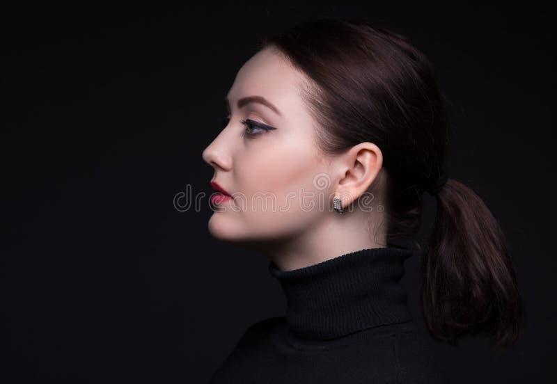 Porträt der Frau im Profil stockbilder