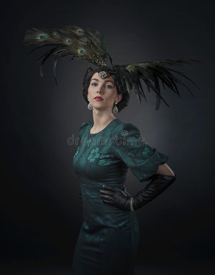 Porträt der Frau im Retrostil stockfotos
