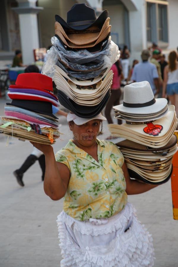 Porträt der Frau von Nicaragua, Hüte verkaufend stockfotos
