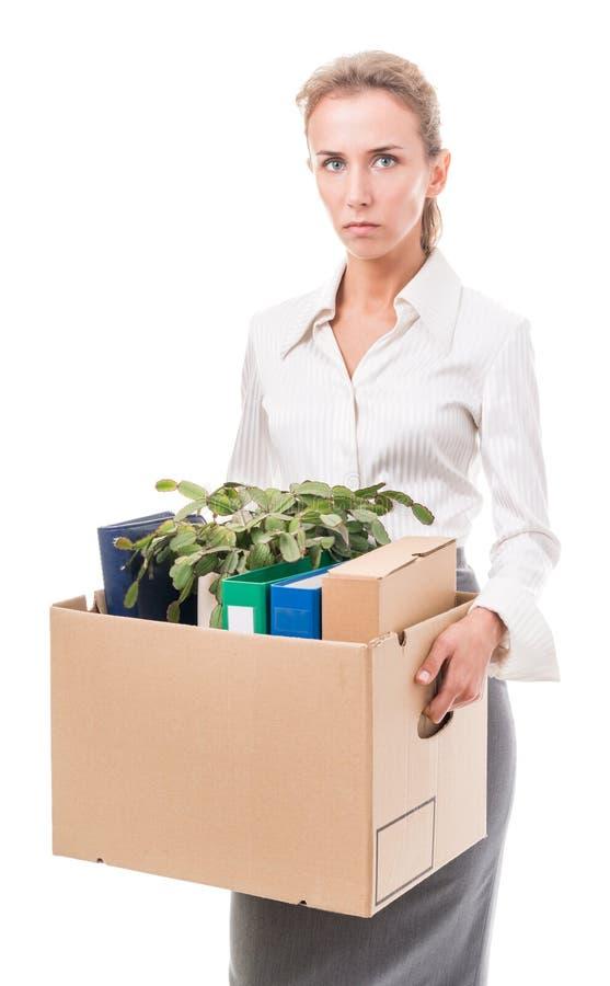 Porträt der Geschäftsfrau einen Kasten mit ihrem Eigentum anhalten stockfotos