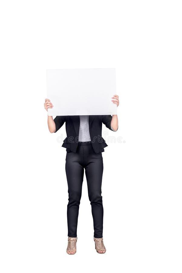Porträt der Geschäftsfrau leere weiße Fahne halten lizenzfreie stockfotografie