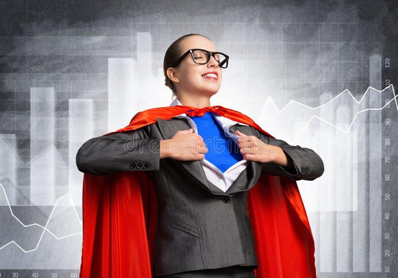 Porträt der Geschäftsfrau-Superheldin stockfotografie