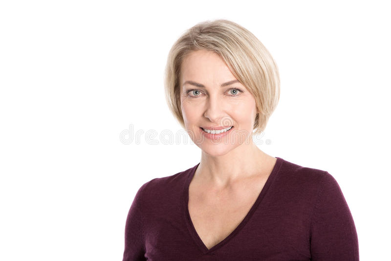 Porträt der glücklichen Greisin über weißem Hintergrund. stockbild