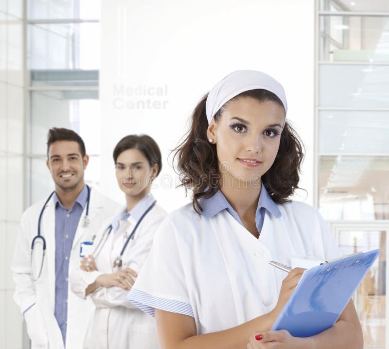 Porträt der hübschen Krankenschwester stockbilder