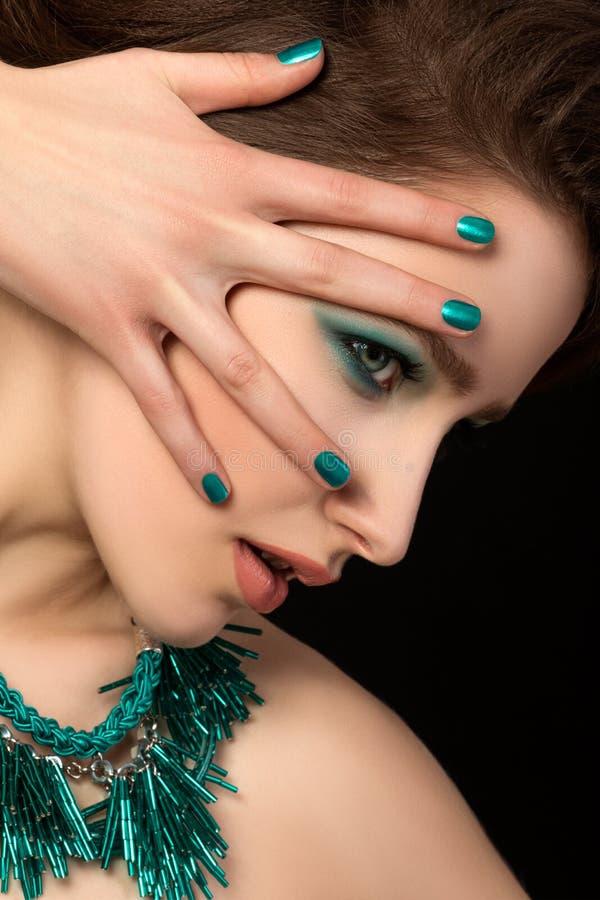 Porträt der herrlichen jungen Frau lizenzfreie stockfotos