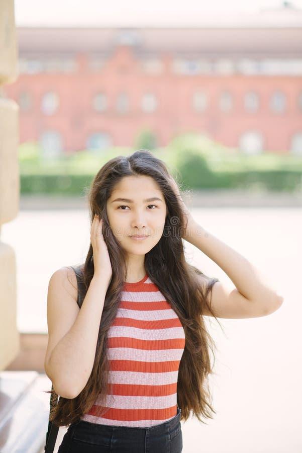 Porträt der jungen asiatischen Frau stockfoto