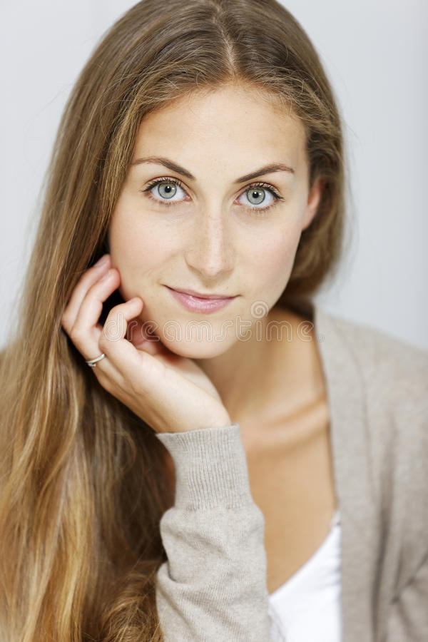 Porträt der jungen Frau stockfotos