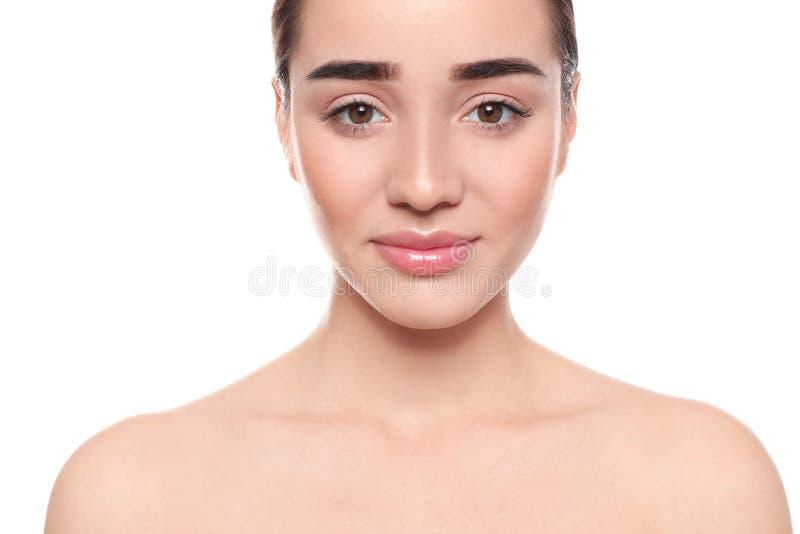 Porträt der jungen Frau mit schönem Gesicht stockfotografie