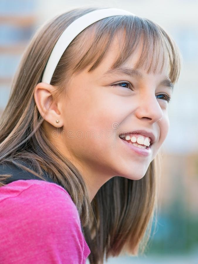 Porträt der kleinen Studentin lizenzfreies stockbild