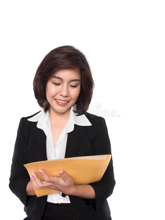 Porträt der lächelnden Geschäftsfrau mit Papierordner lizenzfreie stockfotografie