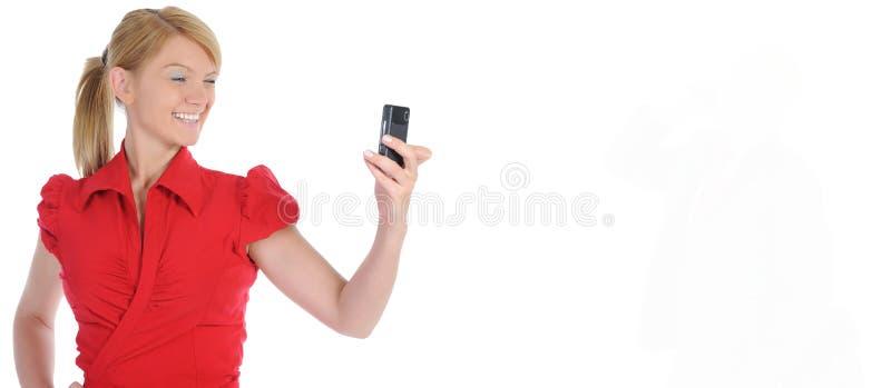 Porträt der lächelnden Geschäftsfrau-Telefonunterhaltung lizenzfreie stockfotos