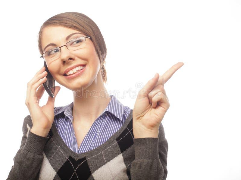 Porträt der lächelnden Geschäftsfrau-Telefonunterhaltung lizenzfreie stockbilder