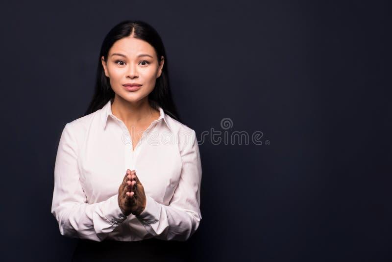Porträt der müden jungen Geschäftsfrau lizenzfreie stockfotos