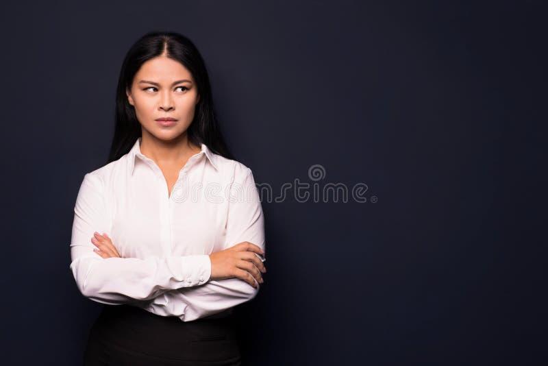 Porträt der müden jungen Geschäftsfrau lizenzfreie stockbilder