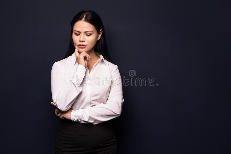 Porträt der müden jungen Geschäftsfrau lizenzfreie stockfotografie