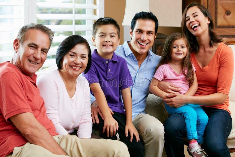 Porträt der multi Generations-Familie stockfotos