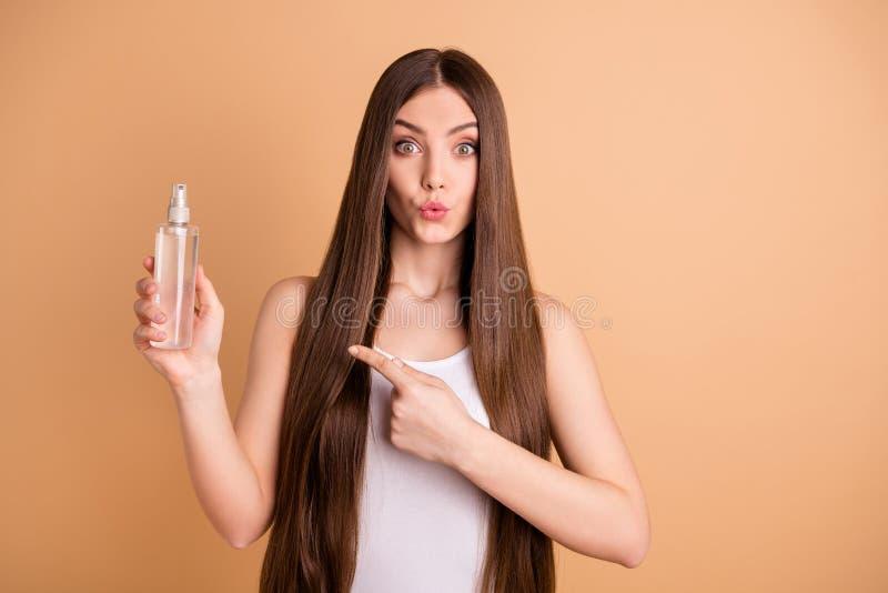 Porträt der netten lustigen flippigen jugendlich Jugendlichgriffhand lassen gesunde Verfahrensblick-Aufmerksamkeitsentscheidung r lizenzfreie stockbilder